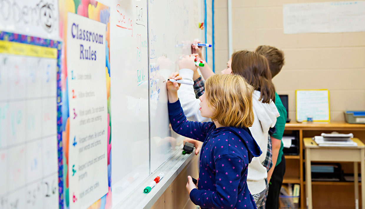 Goderich251-students-at-whiteboard