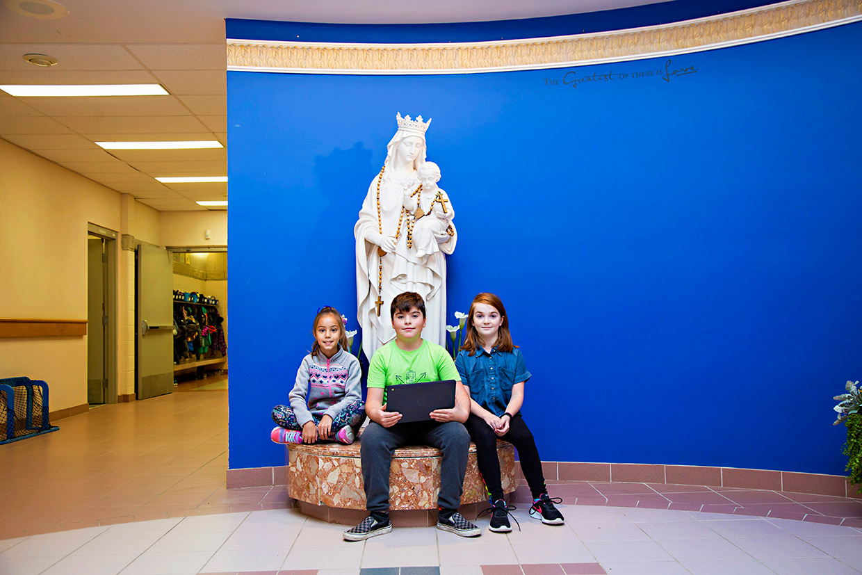 Goderich276-students-by-statue